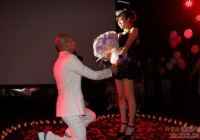 包贝尔甜美求婚包文婧 包贝尔向包文婧求婚现场照片曝光